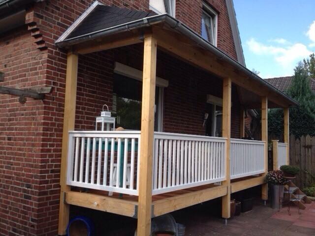 veranda aus holz mit gel nder norderstedt. Black Bedroom Furniture Sets. Home Design Ideas